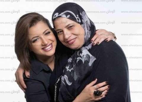 بالصور| تعرف على أسرة منى فاروق.. والدها تبرأ منها وأمها ساندتها