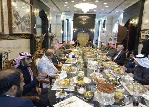 محافظ جنوب سيناء يتلقى دعوة لحضور مهرجان الهجن بالكويت
