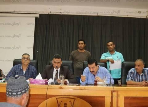 بالصور| السكرتير العام المساعد بكفر الشيخ يناقش شكاوى الأهالي