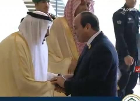 عاجل| السيسي يصل مقر انعقاد القمة العربية بالظهران