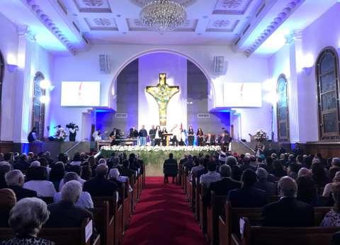 """رئيس البرلمان يحضر احتفال """"الإنجيلية"""" بعيد القيامة"""
