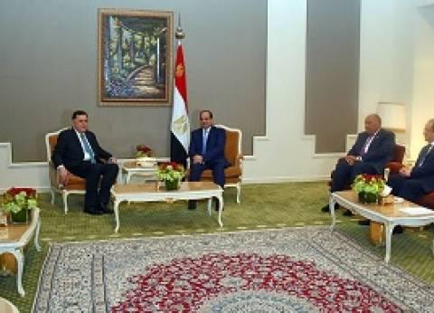 السيسي يستعرض مع السراج جهود توحيد المؤسسة العسكرية الليبية