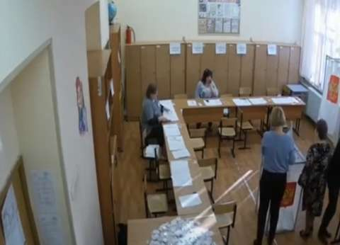 """""""سكاي نيوز"""" تنشر فيديو لتزوير انتخابات الرئاسة الروسية في وضح النهار"""