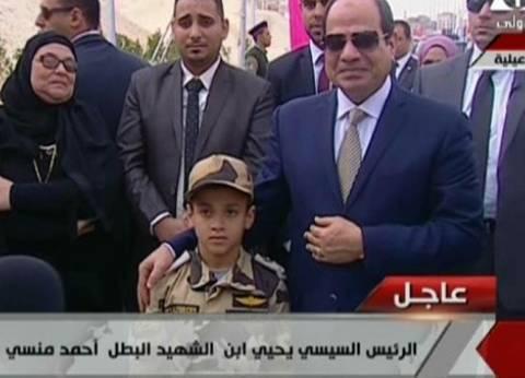 """السيسي وأبناء الشهداء.. لقاء إنساني متجدد بـ""""دموع ووصية وتحية عسكرية"""""""
