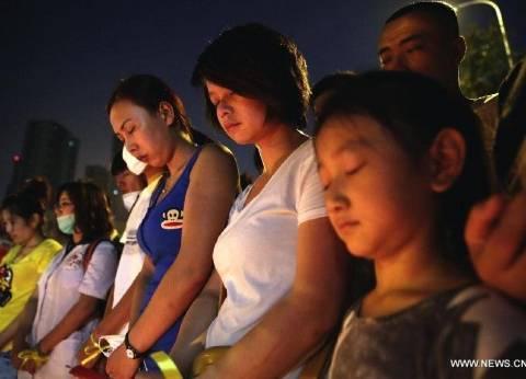 "بالصور| الصينيون يصلون لضحايا انفجارات ""تيانجين"""