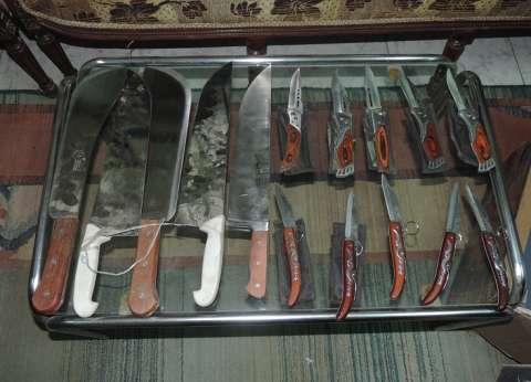 ضبط 7 بتهمة البلطجة وبحوزتهم أسلحة بيضاء بالبحيرة