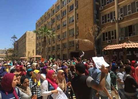 وقفة احتجاجية لطلاب جنوب سيناء للمطالبة بعودة الدروس الخصوصية