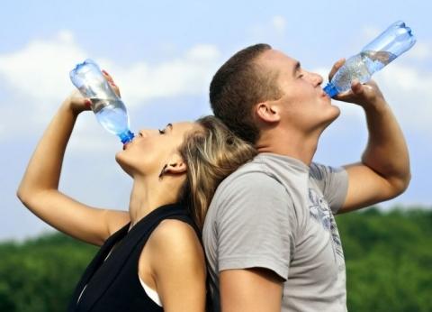 روشتة للنجاة من الإصابة بأمراض الركبة: الماء والشمس والرياضة