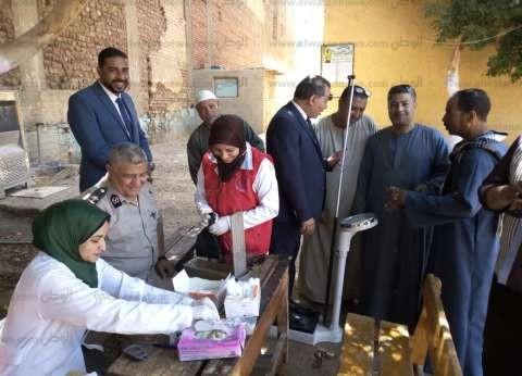 """""""100 مليون صحة"""" تفحص قوات تأمين اللجان والناخبين في قنا"""