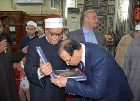 """محافظ الدقهلية يكرم حفظة القرآن الكريم في الاحتفال بـ""""ليلة القدر"""""""