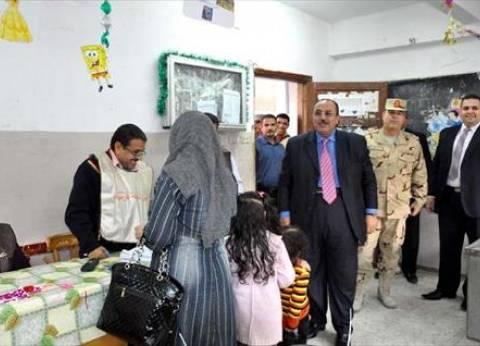 مراقبو مرشح بمدينة السلام يشتكون من توجيه موظفة للناخبين