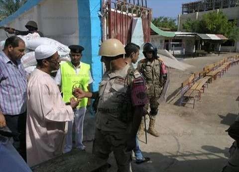 مراقب: ضابط شرطة منع فريق حقوقي من دخول 3 لجان انتخابية بقنا