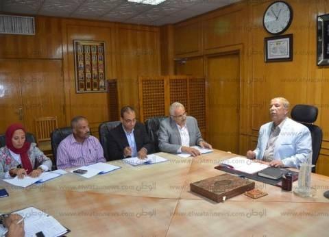 بالصور| محافظ الإسماعيلية يترأس الاجتماع الدوري لإدارة المجمع التعليمي
