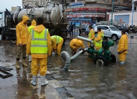 قوات الجيش الثاني تتدخل لشفط مياه الأمطار من المؤسسات الحكومية المتضررة بالدقهلية
