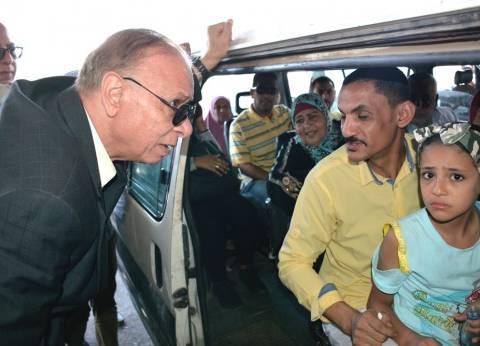 بالصور| محافظ القاهرة يتفقد تطبيق تعريفة الركوب بموقف عبدالمنعم رياض