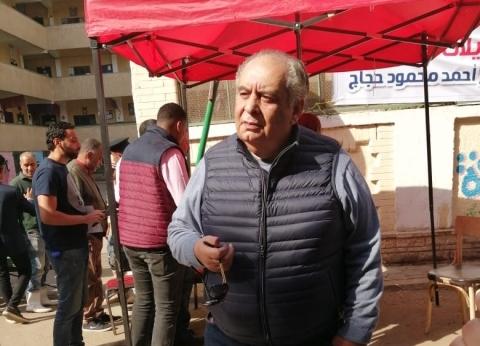 يوسف زيدان يدلي بصوته في استفتاء التعديلات الدستورية بالزمالك