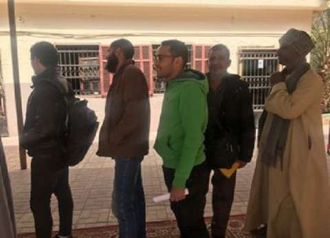 بالصور| المواطنون يتوافدون على لجان العباسية للمشاركة في الاستفتاء