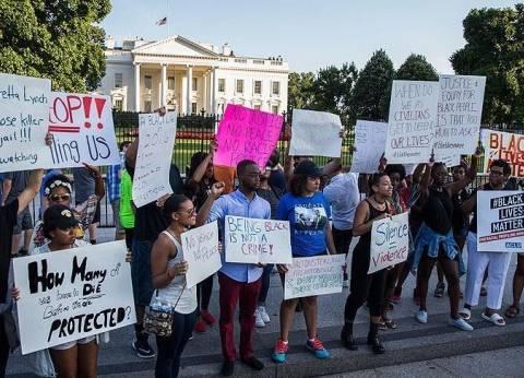 المئات يتظاهرون أمام البيت الأبيض احتجاجا على قتل السود