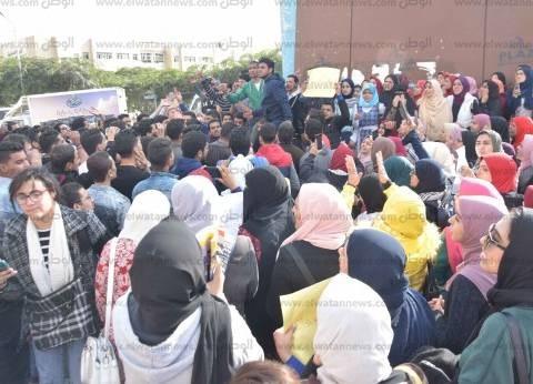 بالصور| تظاهرة لطلاب جامعة المنصورة احتجاجًا على قرار ترامب