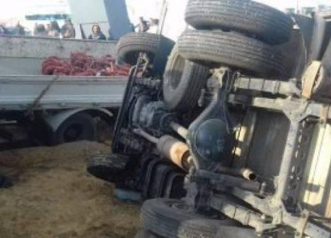 مصرع وإصابة 3 أشخاص في حادث انقلاب سيارة بطريق السويس