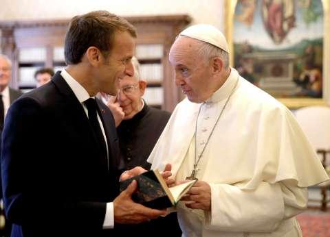 بالصور| البابا فرنسيس استقبل ماكرون في لقاء مدته غير مسبوقة