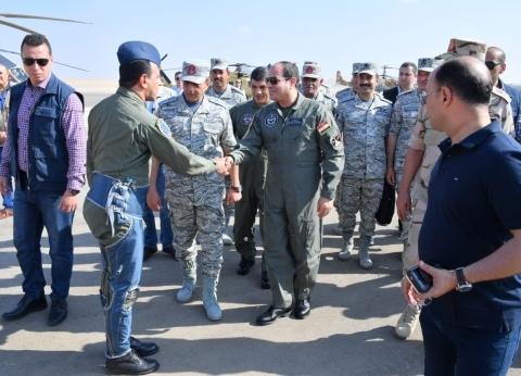 بالصور| السيسي يتفقد إحدى القواعد الجوية ومشروع مستقبل مصر