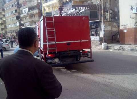 إخماد حريق في مخلفات ورقية أمام مسجد الظاهر بيبرس