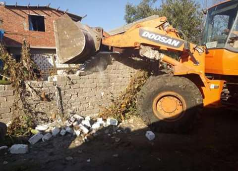 إزالة 5 منازل و20 سورا تعديات على أراضي الدولة في مطروح