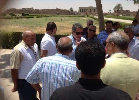 بالصور| وزير الاثار ينتقد أعمال الترميم في معبد دندرة بقنا بسبب توقفها منذ 12 عاما