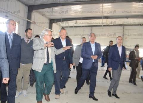 وزير التجارة والصناعة ومحافظ قنا يفتتحان مصنعين في نجع حمادي