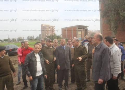 بالصور| رئيس مدينة دسوق يتصدى للتعديات على الأراضي الزراعية