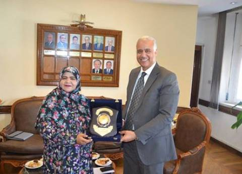 نائب رئيس جامعة الإسكندرية يناقش سبل التعاون مع سفارة عمان