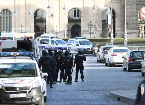 """عاجل  مقتل ضابط شرطة وإصابة آخر في إطلاق نار بـ""""الشانزليزيه"""" وسط باريس"""
