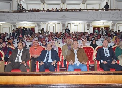 رئيس جامعة بني سويف يكرم الموسيقار هاني شنودة