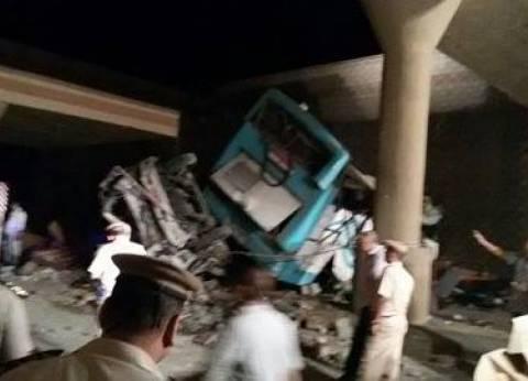 فريق من النيابة العامة يعاين حادث أتوبيس بني سويف
