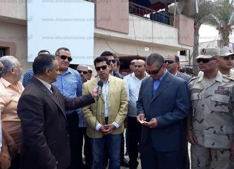 """بـ""""ترنجين وبدلة وجينز"""".. وزير الشباب والرياضة يزور كفر الشيخ"""