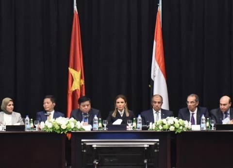 وزير الاتصالات يستعرض فرص الاستثمار المتاحة بمنتدى الأعمال الفيتنامي