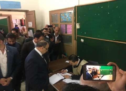 وزير التنمية المحلية يدلي بصوته في الاستفتاء على التعديلات الدستورية
