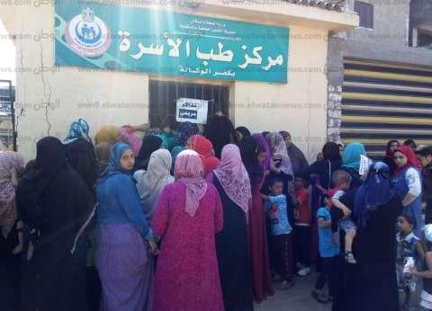 فحص 600 مريض في قافلة طبية لجامعة جنوب الوادي بقرية الطويرات