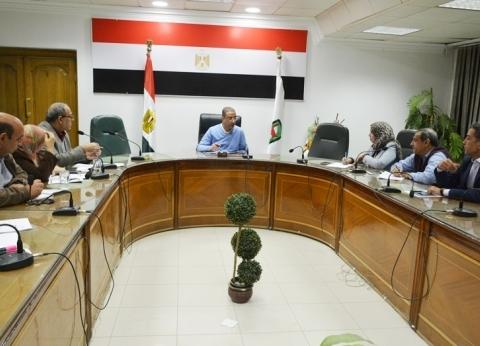 محافظ سوهاج يعقد اجتماعا مع أعضاء لجنة إحياء الحرف التراثية