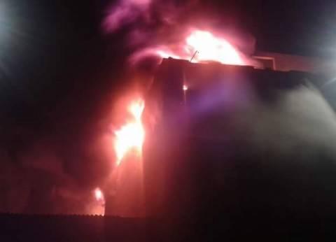 السيطرة على حريق شب في مرسى بحري بالسويس