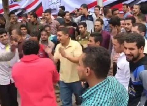 بالصور| رقص على الأغاني الوطنية أمام لجان الاستفتاء في عابدين