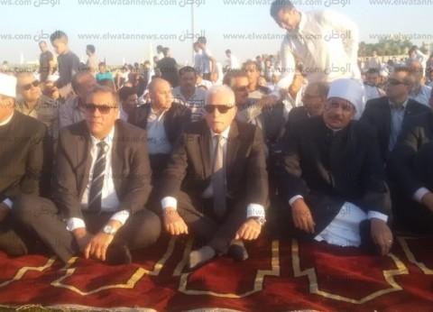 صور.. محافظ جنوب سيناء ومدير الأمن يؤديان صلاة عيد الأضحى بالطور