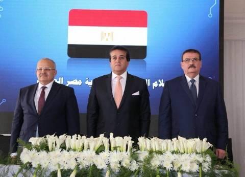 عمرو موسى وهاني ضاحي يشاركان في وضع حجر أساس جامعة القاهرة الدولية