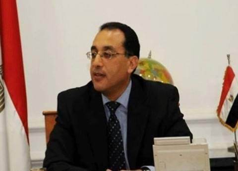 """وزير الإسكان يدلي بصوته في لجنته بـ""""الشيخ زايد"""".. ويدعو المواطنين للمشاركة بالانتخابات"""