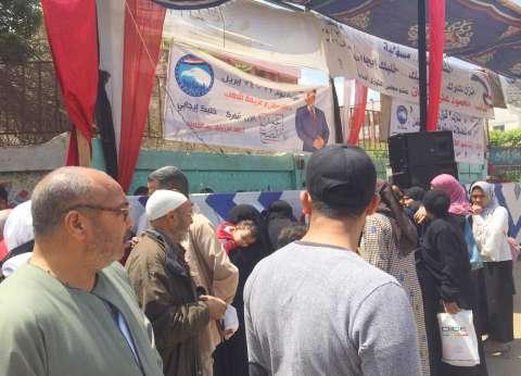 بالصور| توافد المواطنين على لجان الاستفتاء في حي الوراق