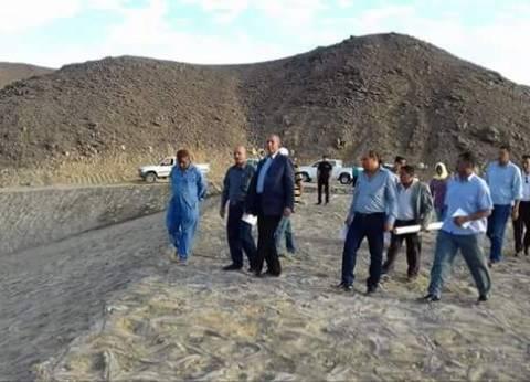 محافظ البحر الأحمر يتفقد سدا جديدا بقرية الشيخ الشاذلي
