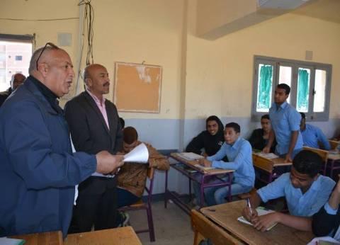 محافظ الوادي الجديد يتفقد إحدى المدارس الثانوية بمدينة الخارجة