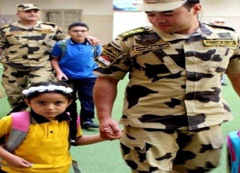 عناصر من القوات المسلحة تصطحب أبناء الشهداء لمدارسهم