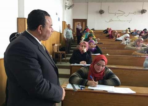 """رئيس جامعة المنوفية يتفقد امتحانات """"التربية النوعية"""" بأشمون"""